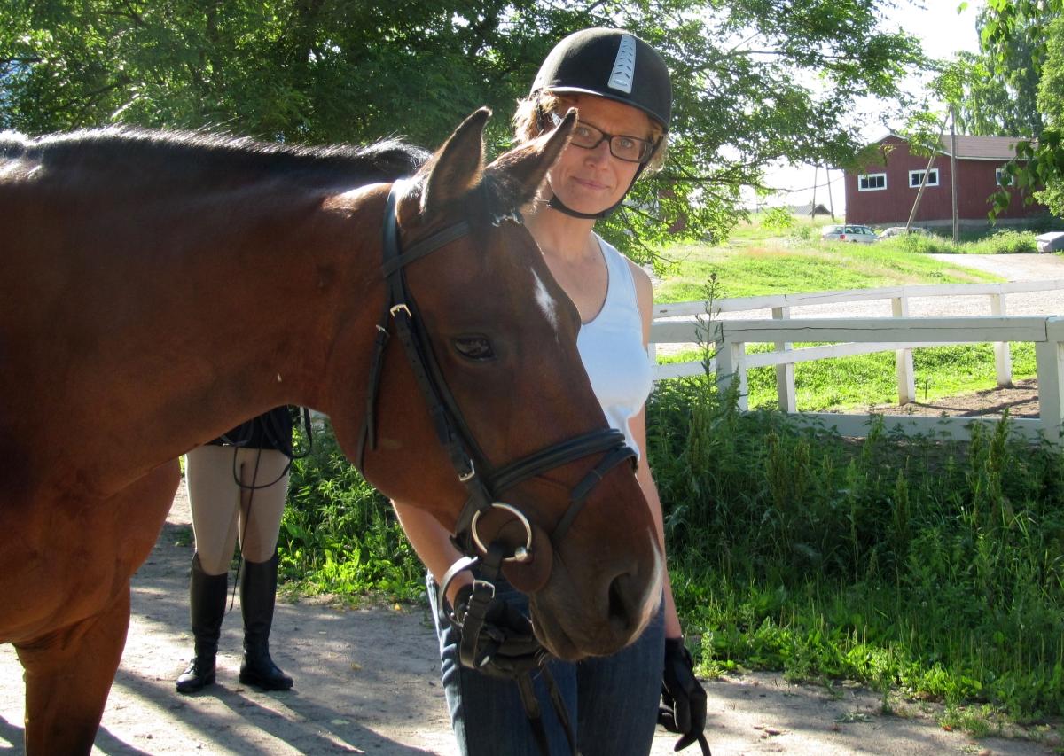 Hevosen kanssa yhteistyö – koulukisoihin valmistautuminen