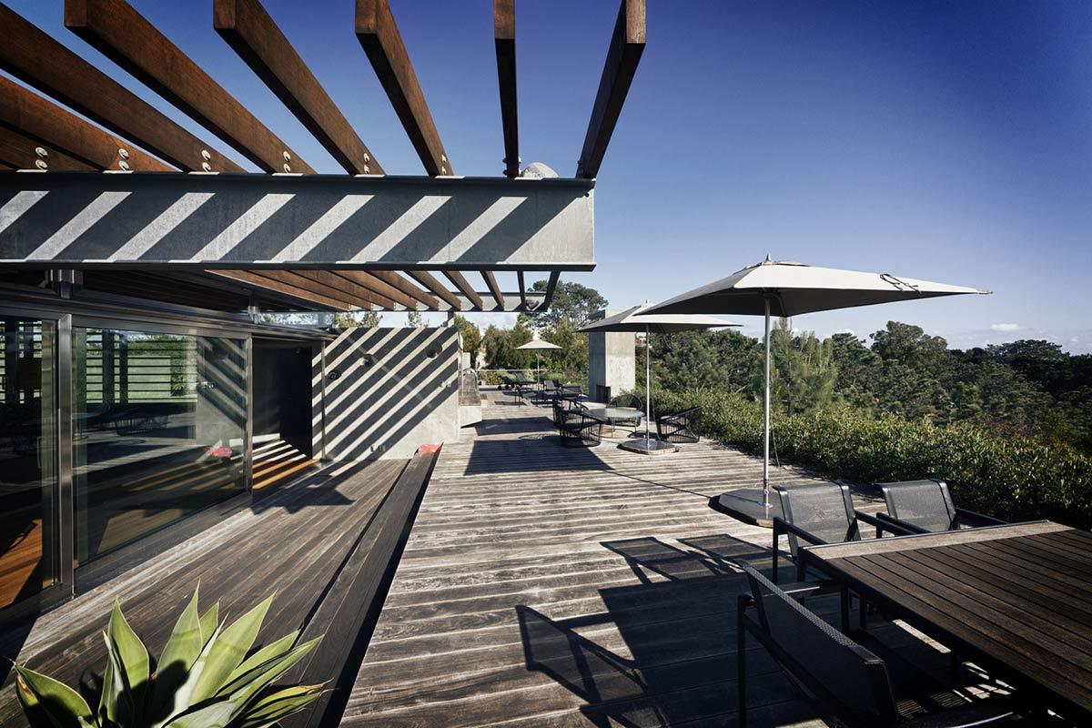 Extraordinary-Contemporary-Home-California-Terrace-Pergola-Outdoor-Living