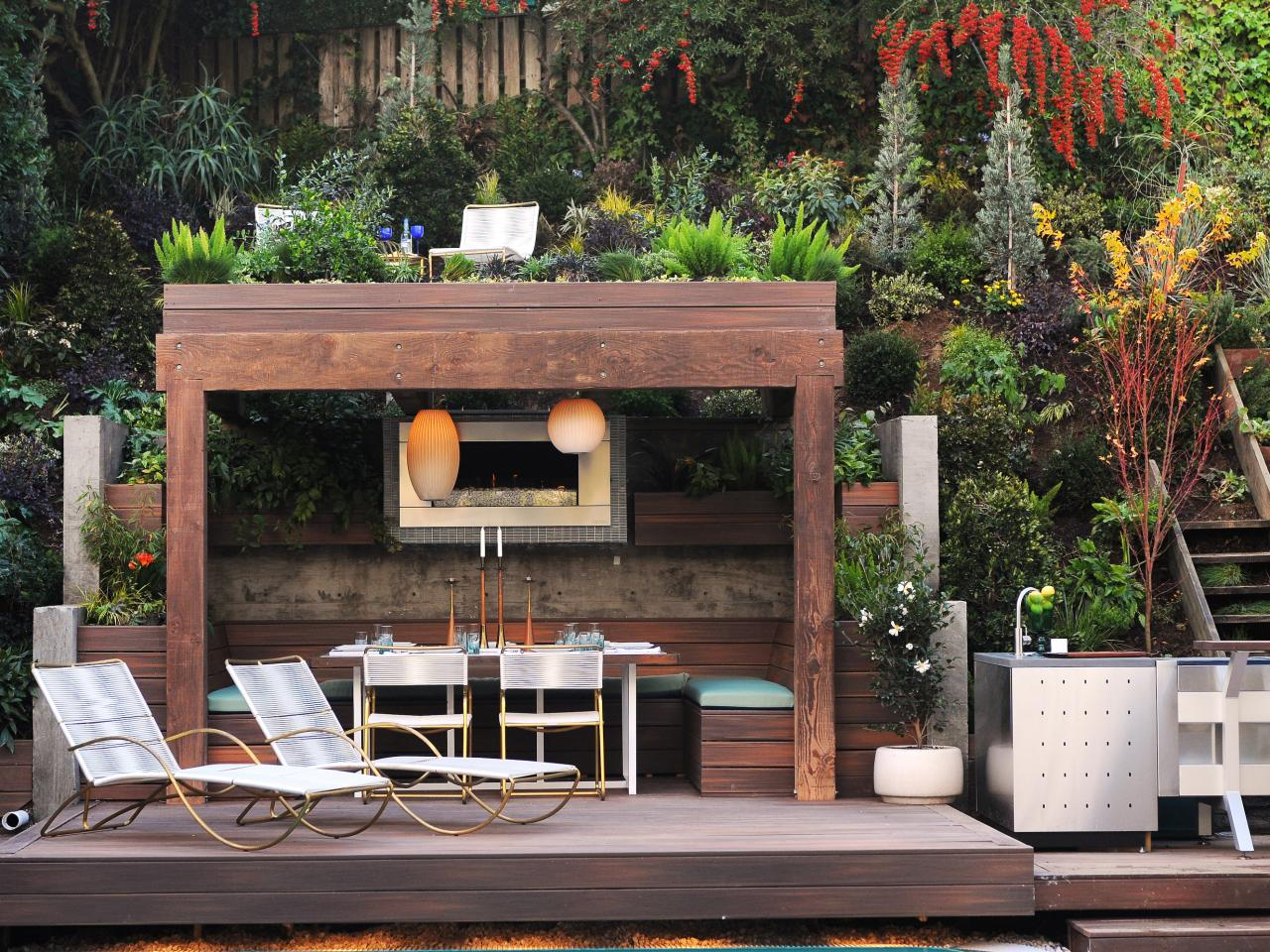 horjd305_outdoor-dining-pergola-seating-area_s4x3.jpg.rend.hgtvcom.1280.960