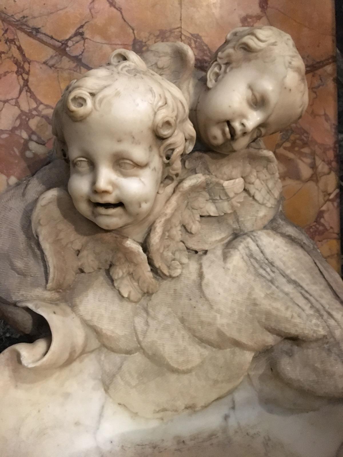 Enkeleitä ja demoneitaRoomassa