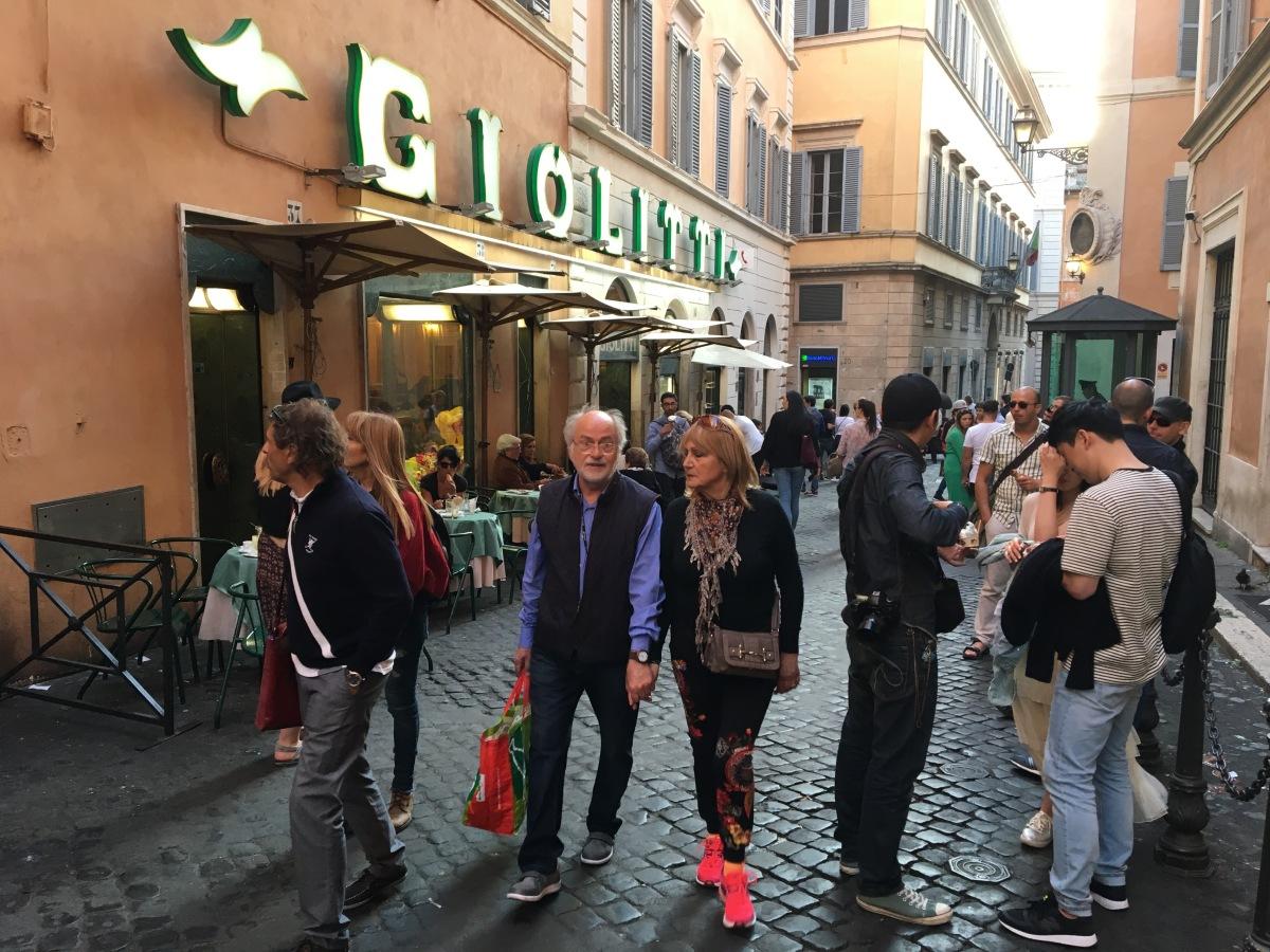 Ihmisiä Roomassa