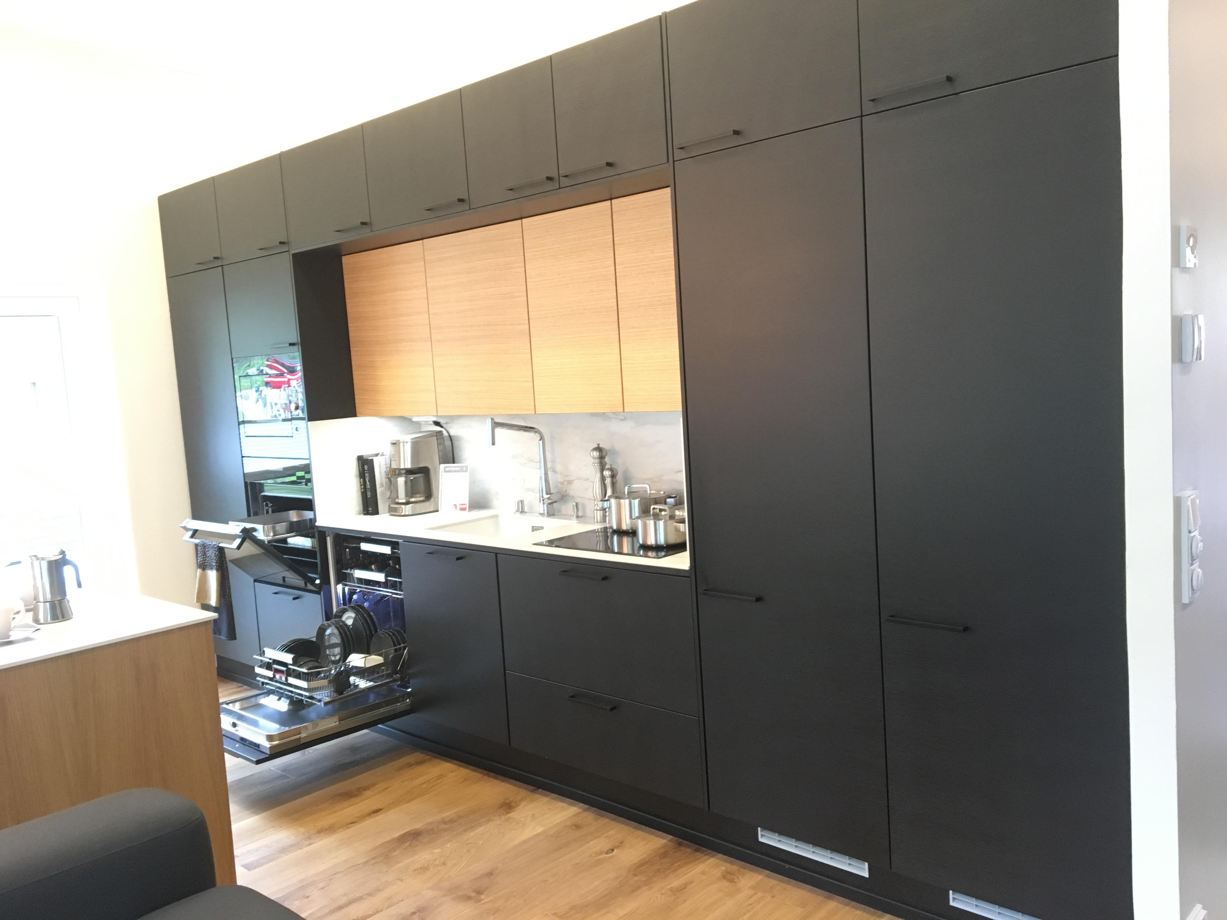 Mikkelin asuntomessut, mustat keittiökalusteet