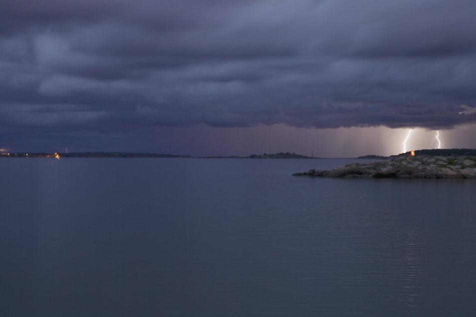 Myrskyä ja ukkosta