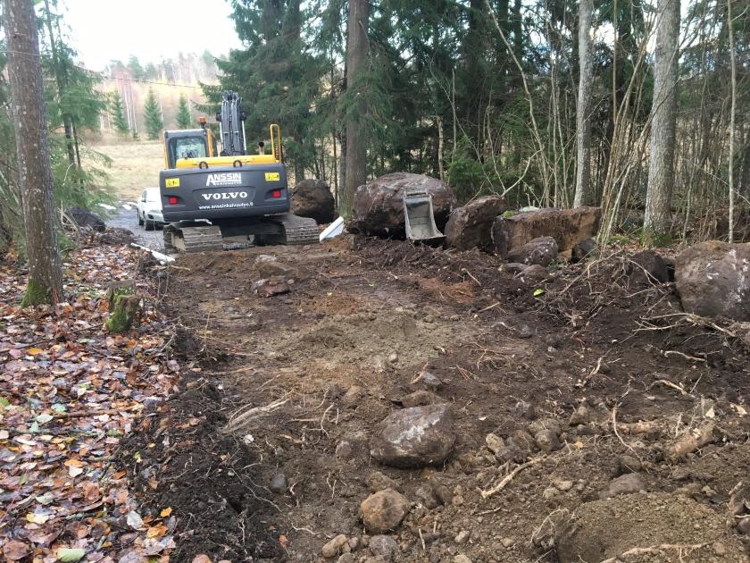 puiden kaato ja tien teko mökkitontille