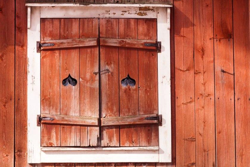 Aitan ikkunaluukut Seurasaari